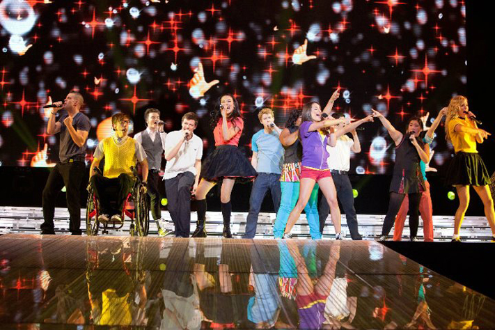 entertainment-8.24-glee3d