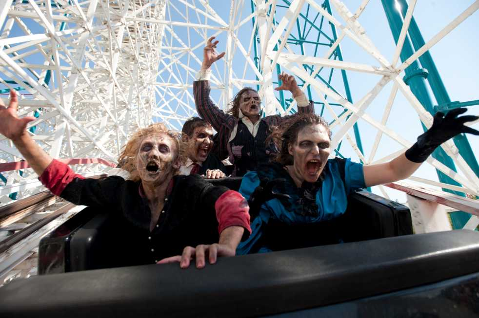 six flags brings the fright for halloween season