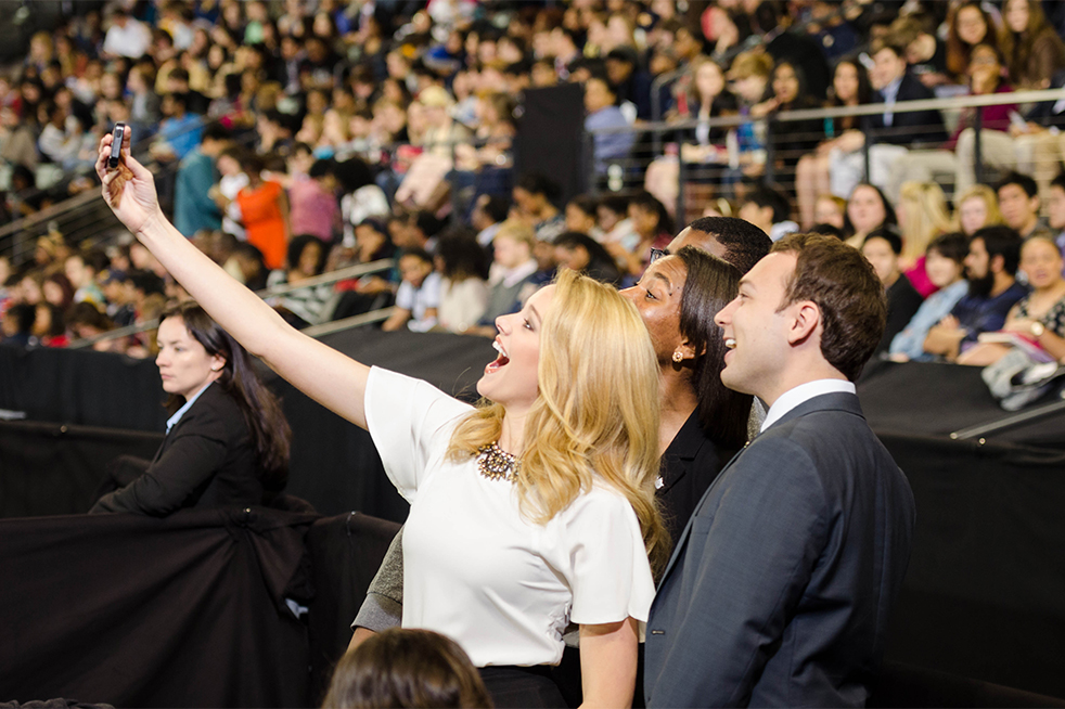 Miss Georgia Maggie Bridges (left) takes a selfie with Undergraduate Vice President of Campus Affairs Jennifer Abrams (middle) and Undergraduate Student Body President Dillon Roseen (right).  // Photo by Brenda Lin