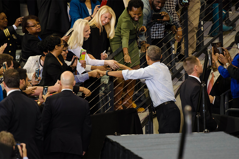 President Obama shakes hands with a few members of the faculty as he leaves the tunnel into the stage area. // Photo by Brenda Lin